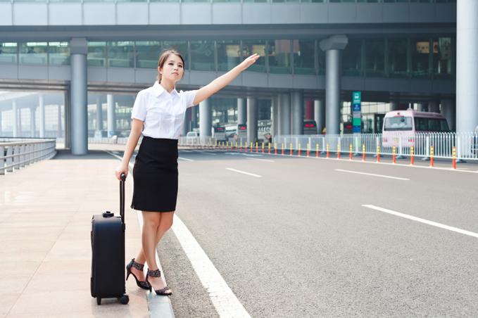 Kvinna med handbagage